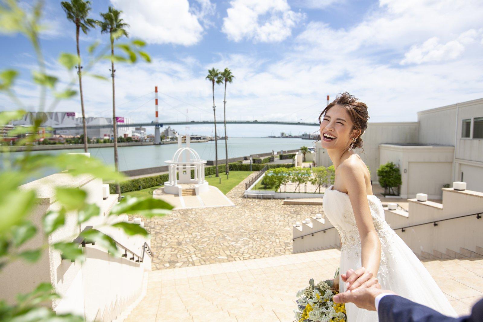 徳島県の結婚式場ブランアンジュの大階段からの登場