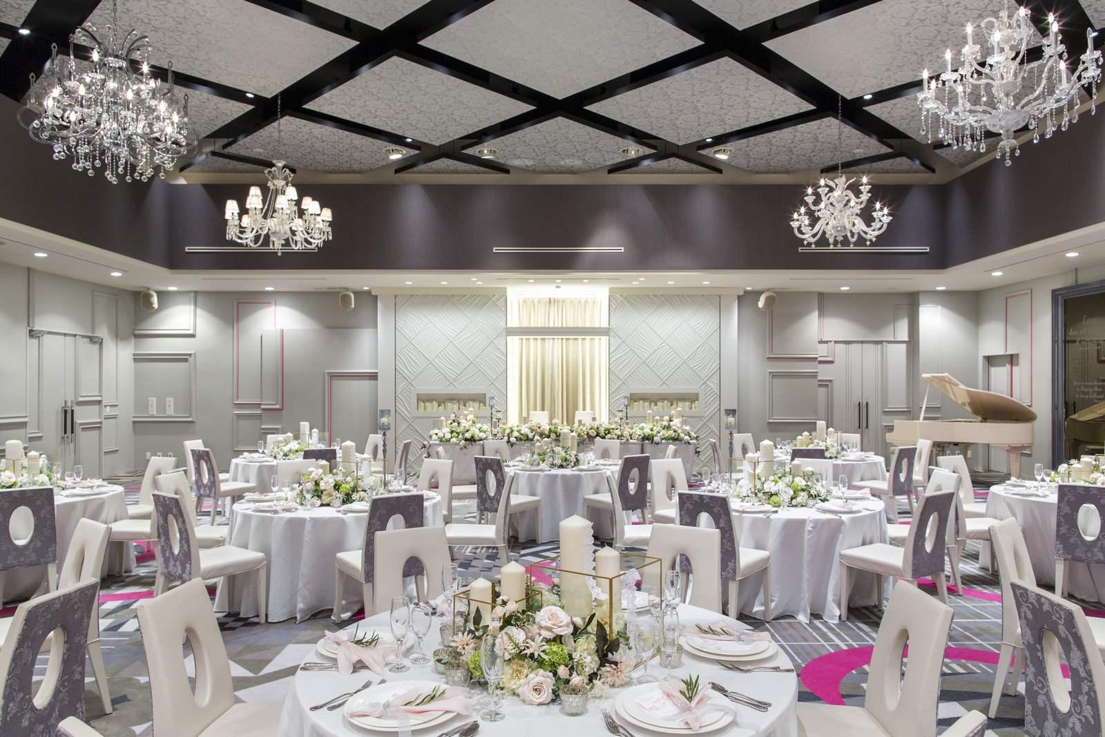 徳島県の結婚式場ブランアンジュの披露宴会場