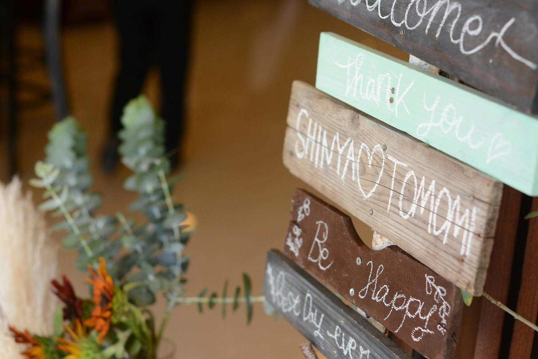 徳島市の結婚式場ブランアンジュで新郎新婦様の手作りのウエルカムサインでゲストをおもてなし