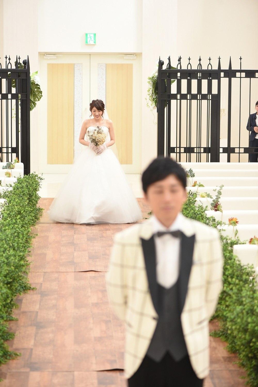 徳島市の結婚式場ブランアンジュのチャペルで新郎新婦様のファーストミート