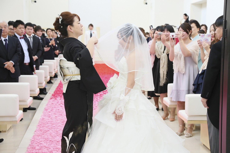 徳島市の結婚式場ブランアンジュでお母さまからの想いを込めたベールダウンセレモニー