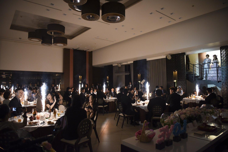 徳島市の結婚式場ブランアンジュで卓上花火でゲストへのサプライズ