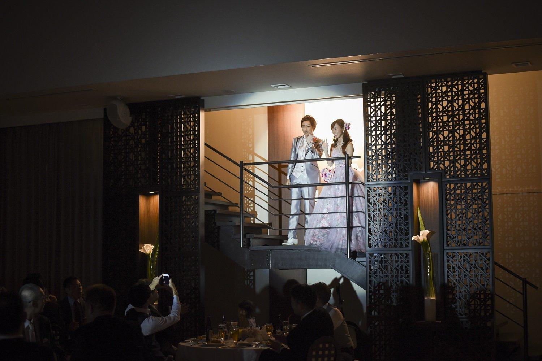 徳島市の結婚式場ブランアンジュでサプライズ後の新郎新婦入場