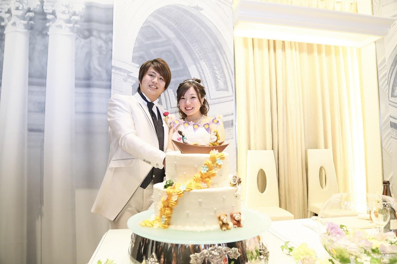 徳島市の結婚式場ブランアンジュでラプンツェルと王子様のウエディングケーキ