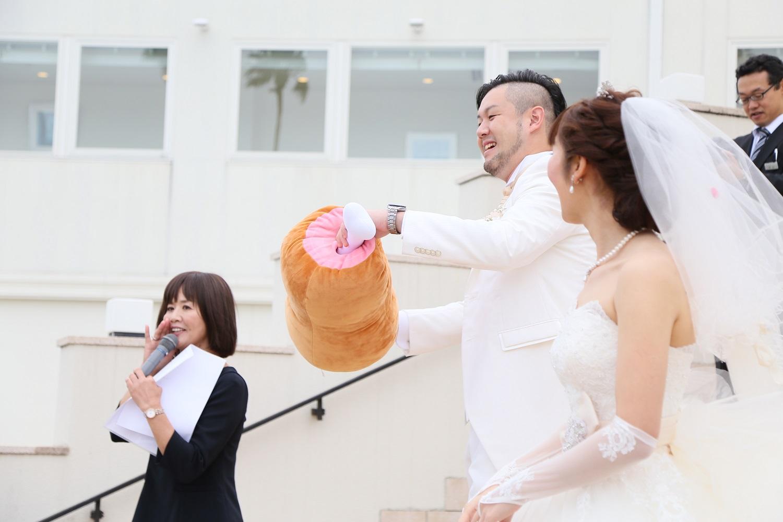 徳島市の結婚式場ブランアンジュで大階段でのお肉のぬいぐるみ演出