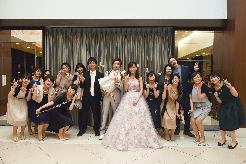 徳島市の結婚式場ブランアンジュでサプライズの最後はみんなで集合写真