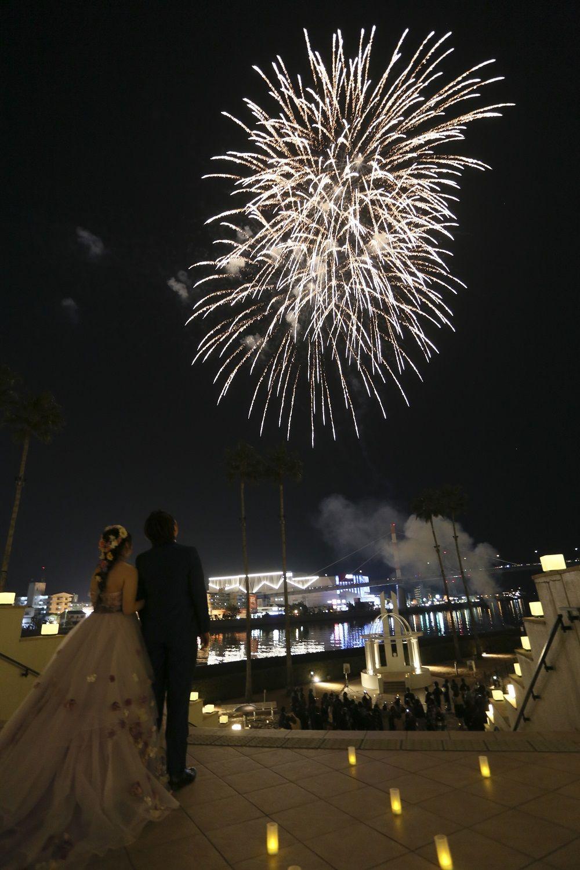 徳島市の結婚式場ブランアンジュでしかできない打ち上げ花火の演出でゲストと楽しむ