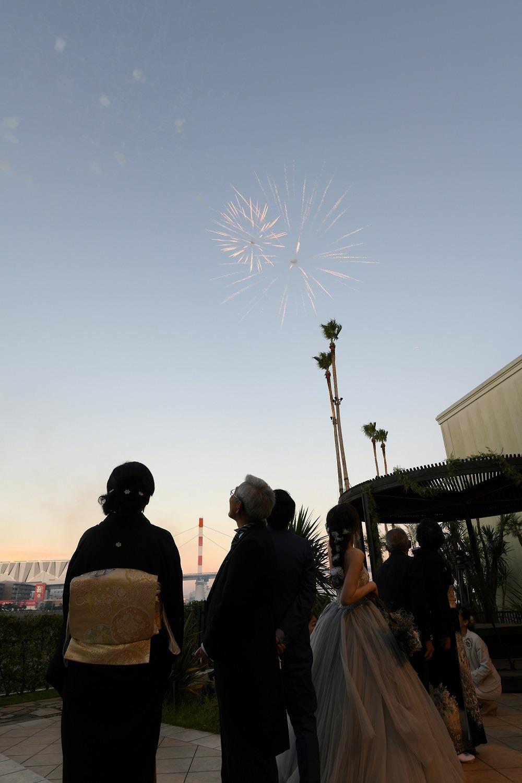 徳島市の結婚式場ブランアンジュで空に花火