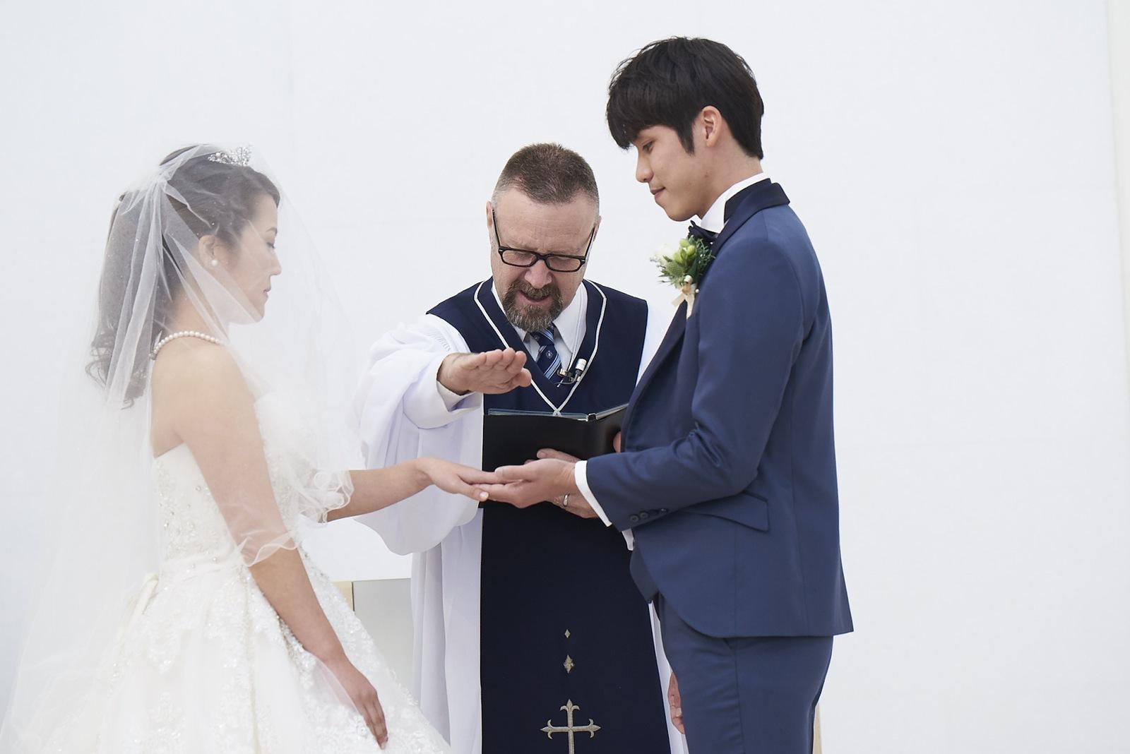 徳島県の結婚式場ブランアンジュのチャペルで指輪の交換
