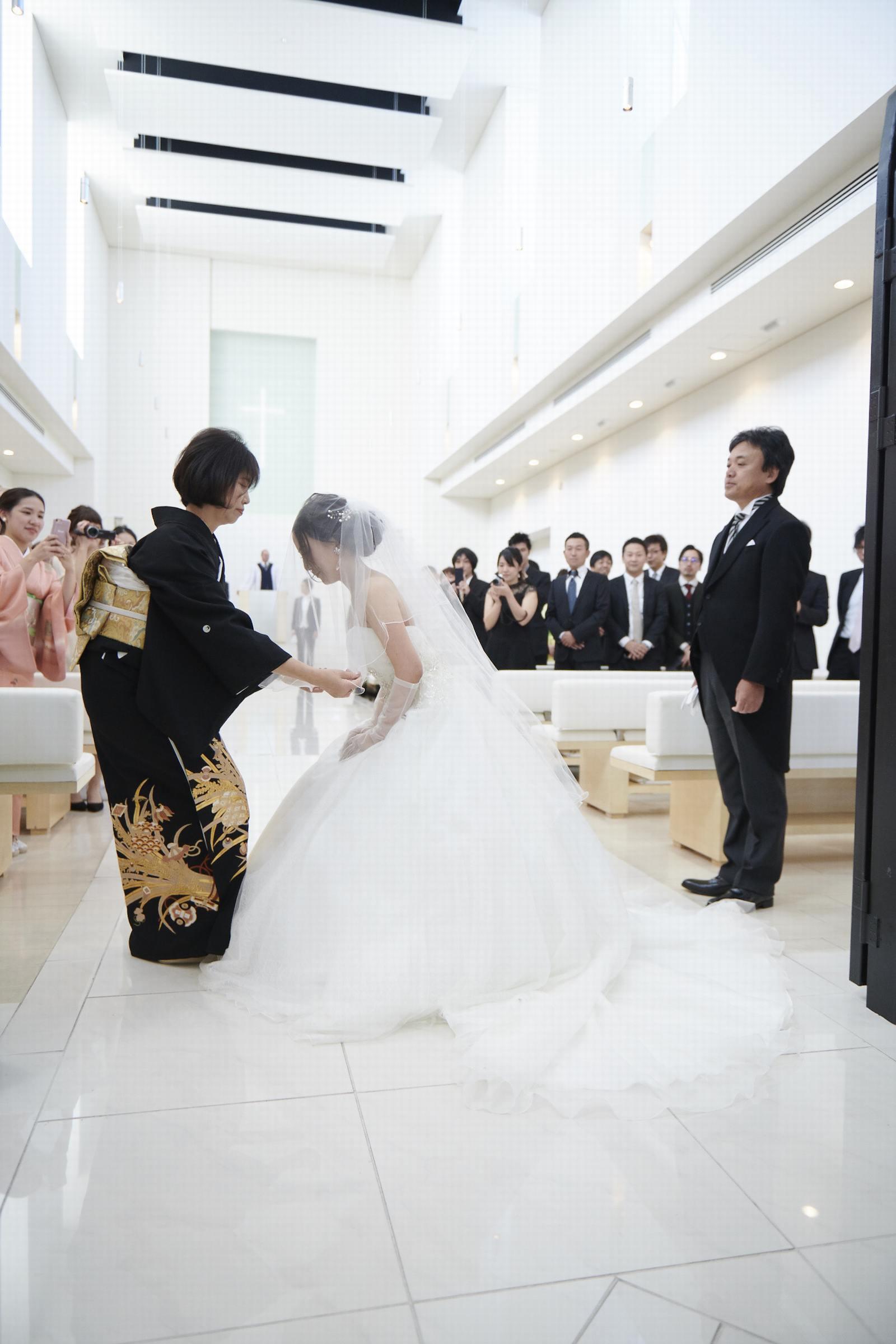 徳島県の結婚式場ブランアンジュのチャペルでベールダウンのセレモニー