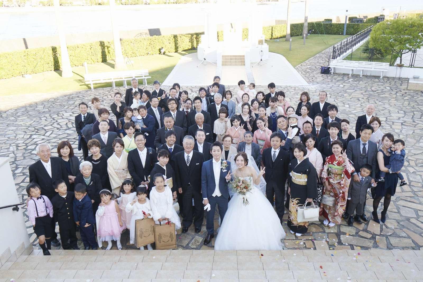徳島県の結婚式場ブランアンジュでゲストの皆様とスカイフォト