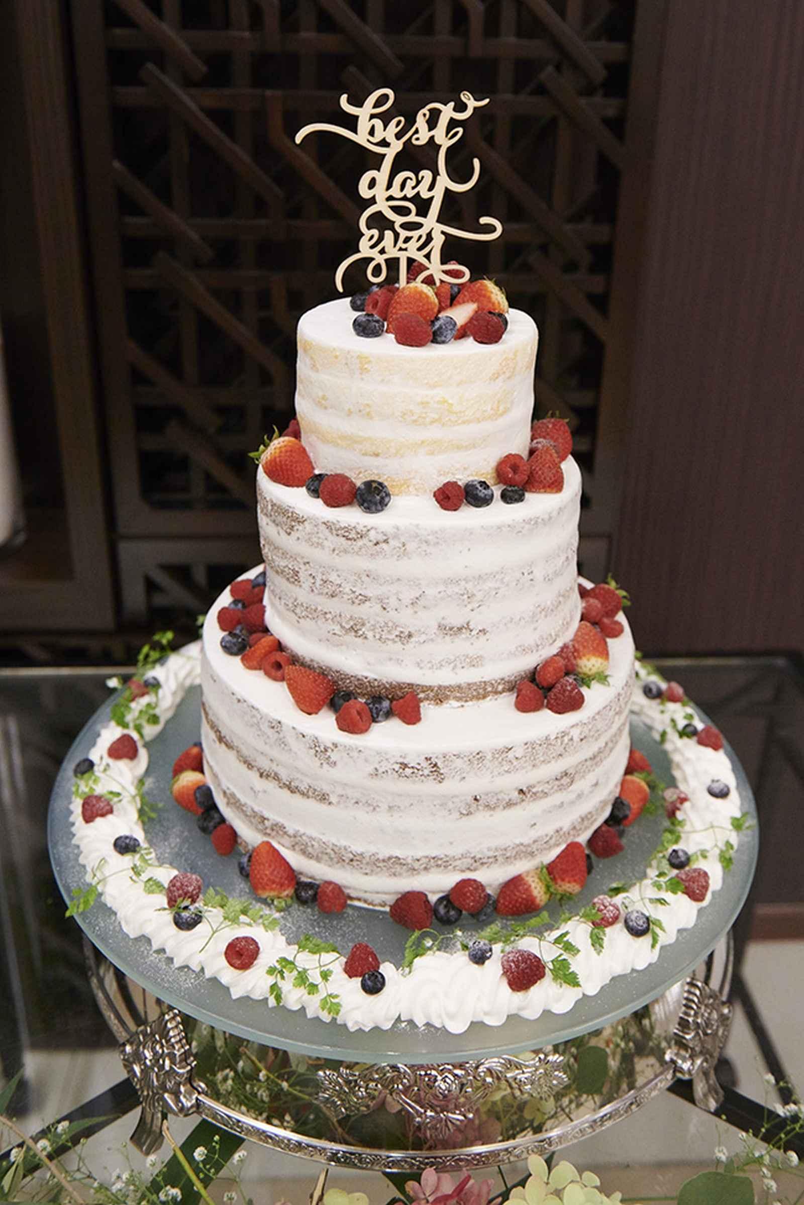 徳島県の結婚式場ブランアンジュのナチュラルなウエディングケーキ
