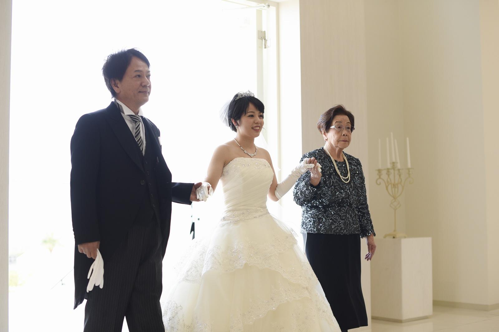 徳島市の結婚式場ブランアンジュのチャペルに入場