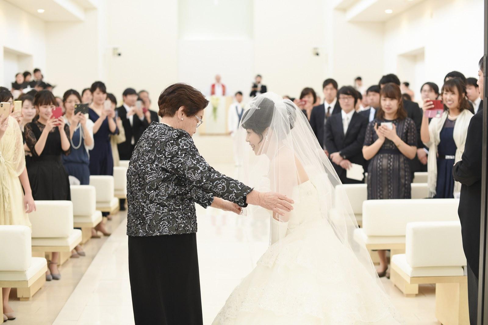 徳島市の結婚式場ブランアンジュでベールダウン