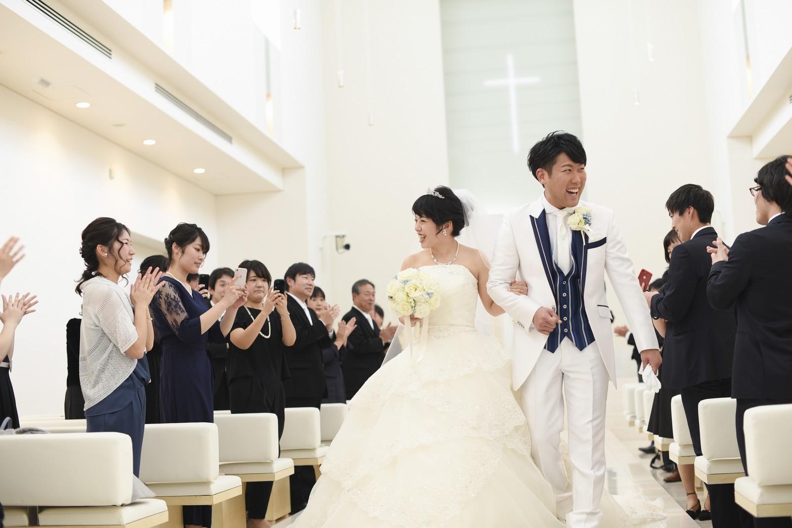 徳島市の結婚式場ブランアンジュのチャペルから退場