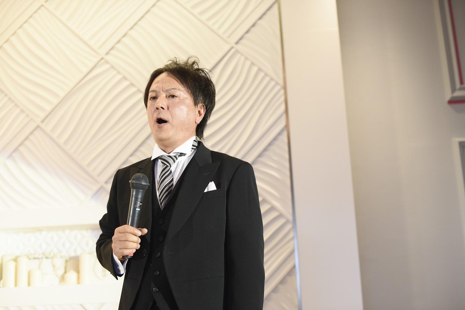 徳島市の結婚式場ブランアンジュでお父様が歌の披露