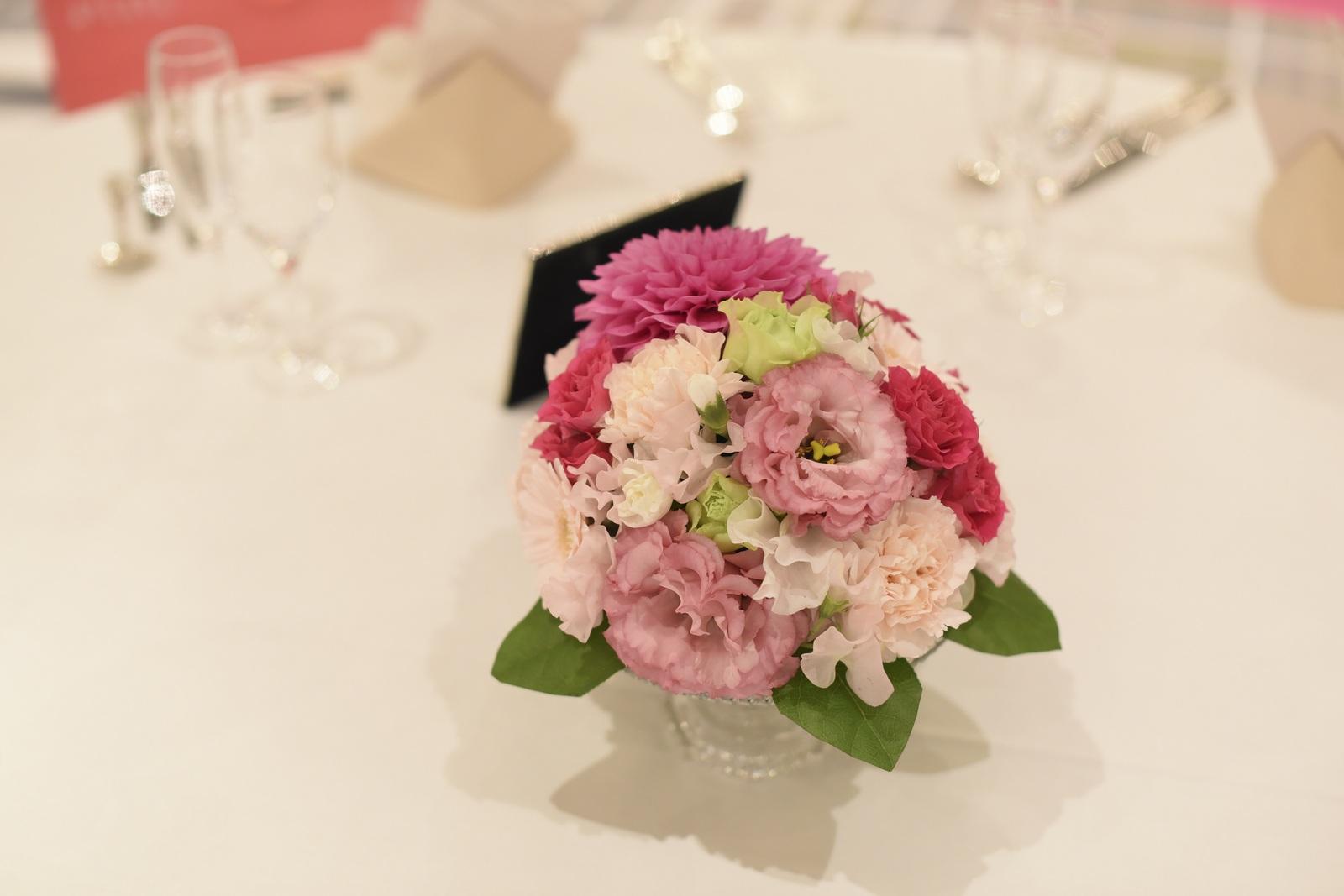 徳島市の結婚式場ブランアンジュのゲストテーブル装花