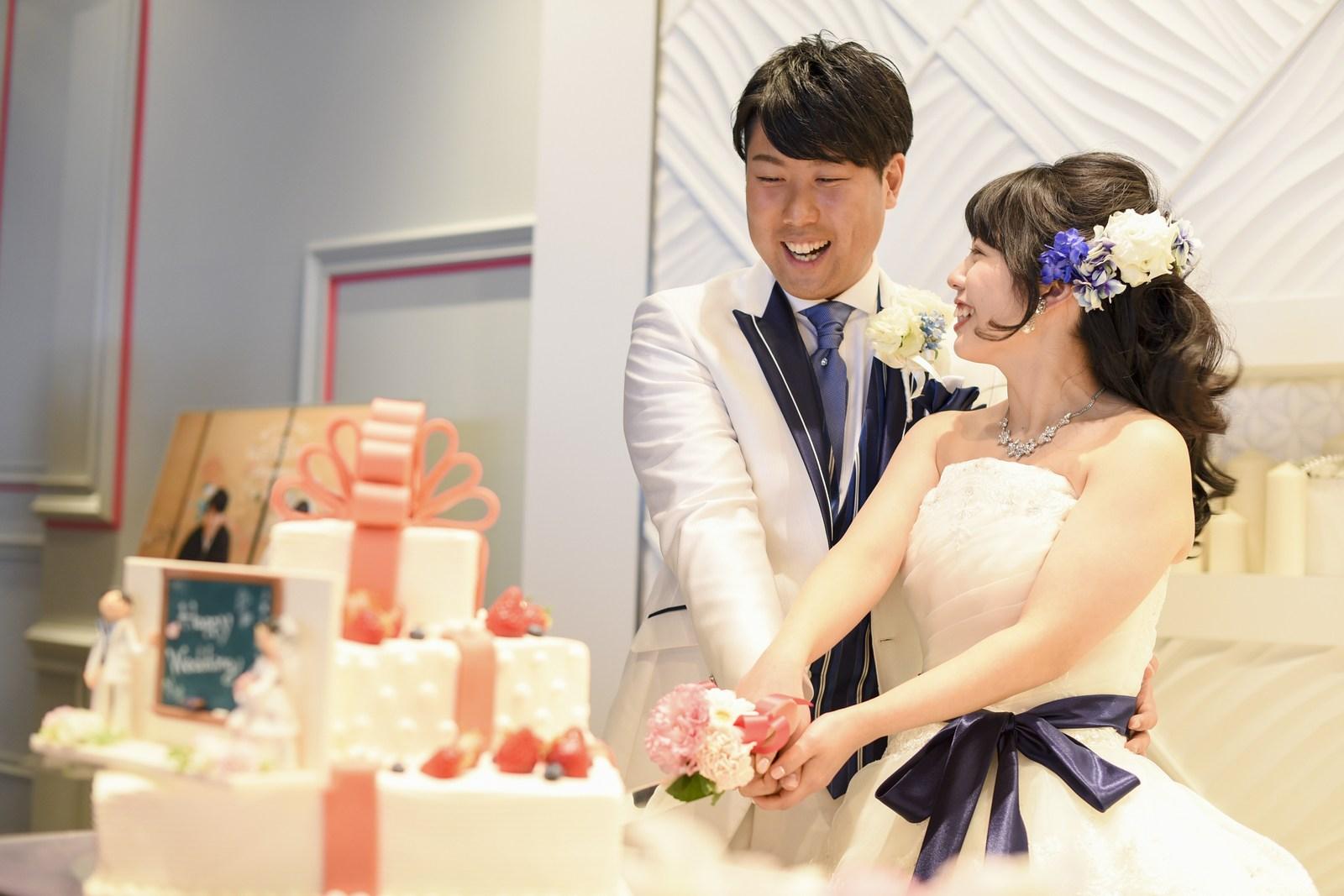 徳島市の結婚式場ブランアンジュでケーキ入刀