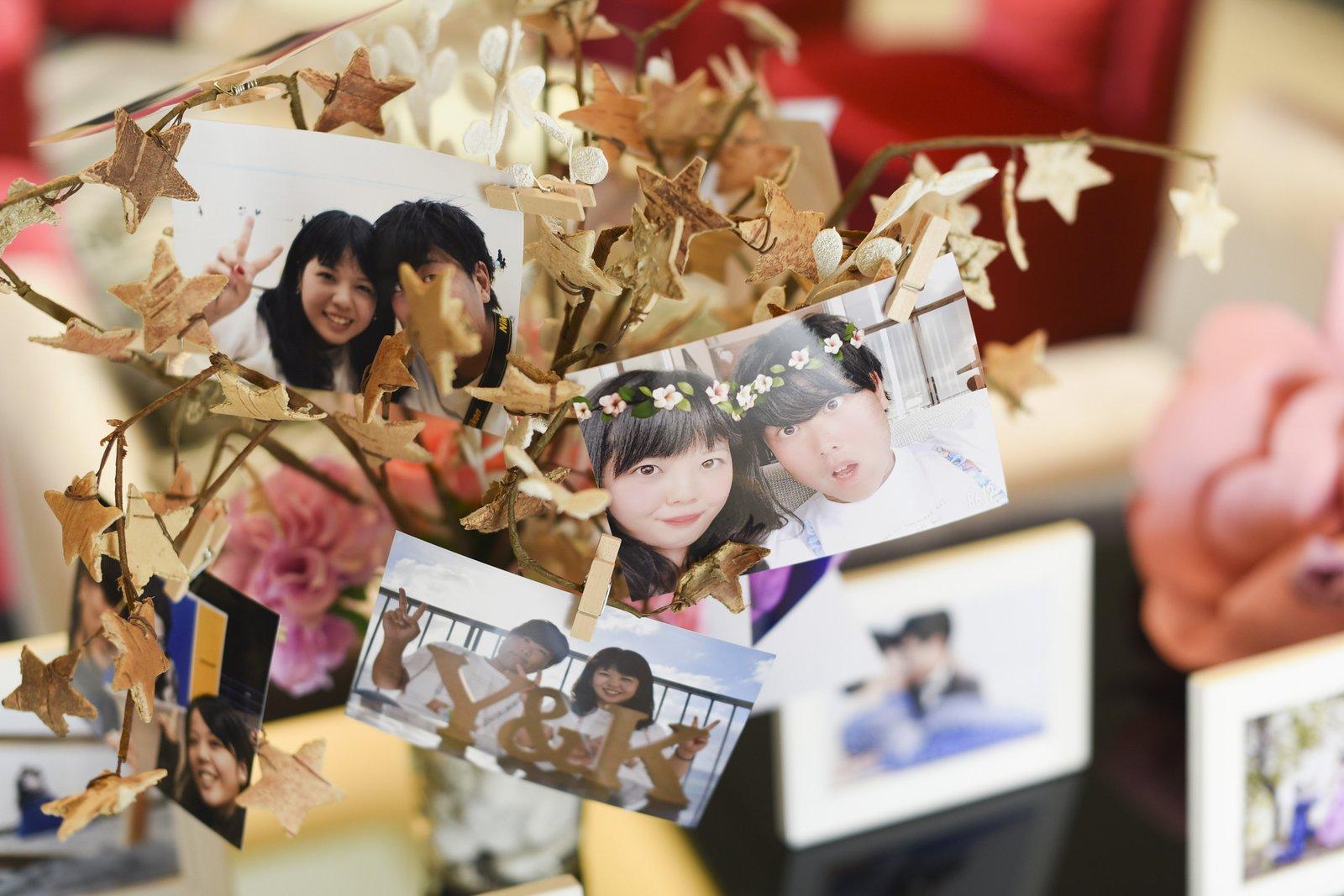 徳島市の結婚式場ブランアンジュでお二人の写真を飾ったウエディングツリー