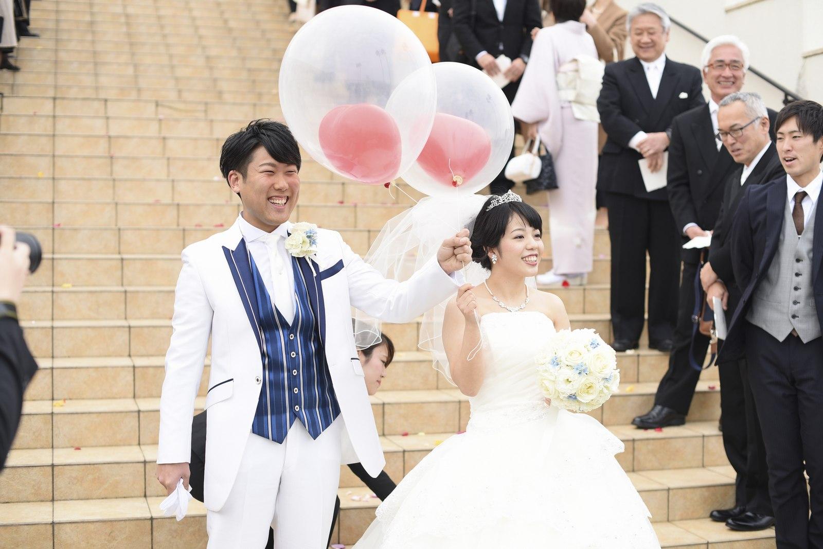 徳島市の結婚式場ブランアンジュのアフターセレモニーでバルーンを飛ばす演出