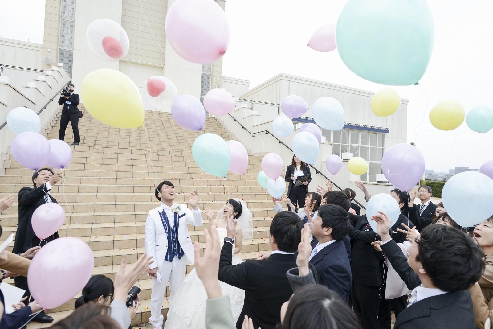 徳島市の結婚式場ブランアンジュのアフターセレモニーでバルーンリリース