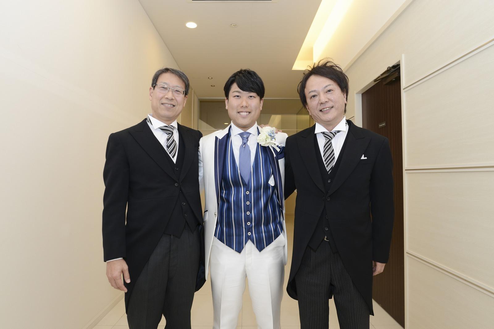 徳島市の結婚式場ブランアンジュで両家父親と新郎のショット