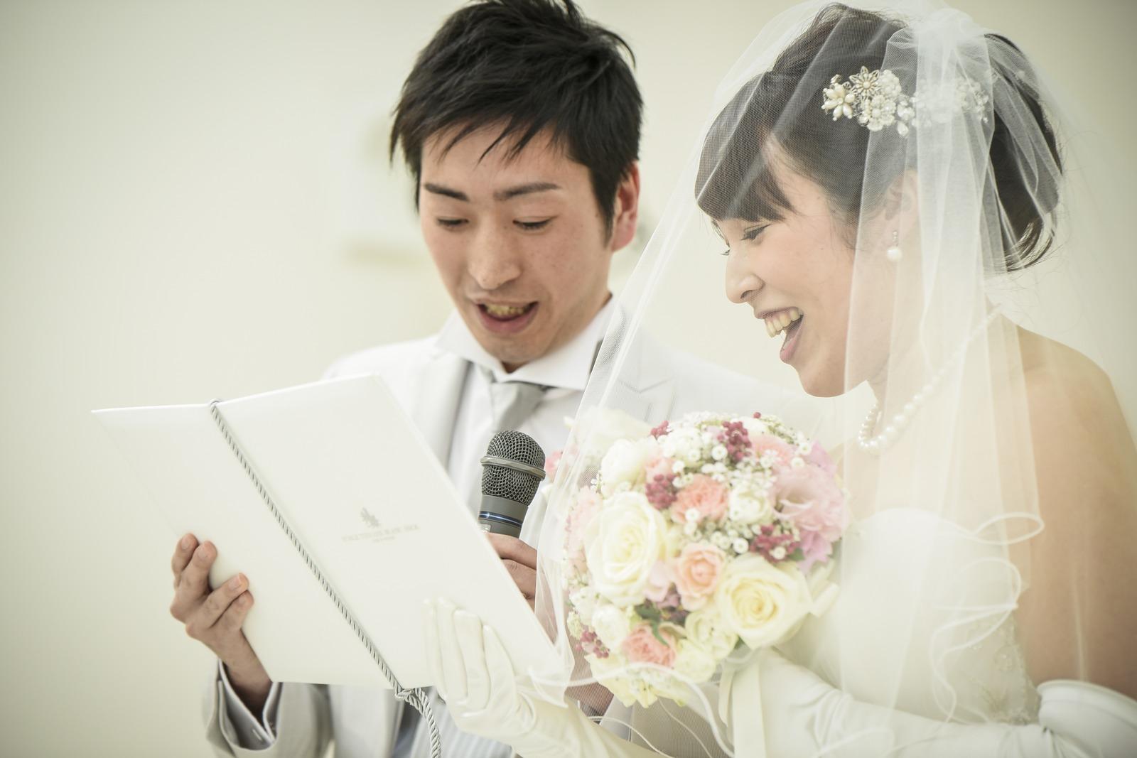 徳島市の結婚式場ブランアンジュでチャペル挙式での新郎新婦様の誓いの言葉