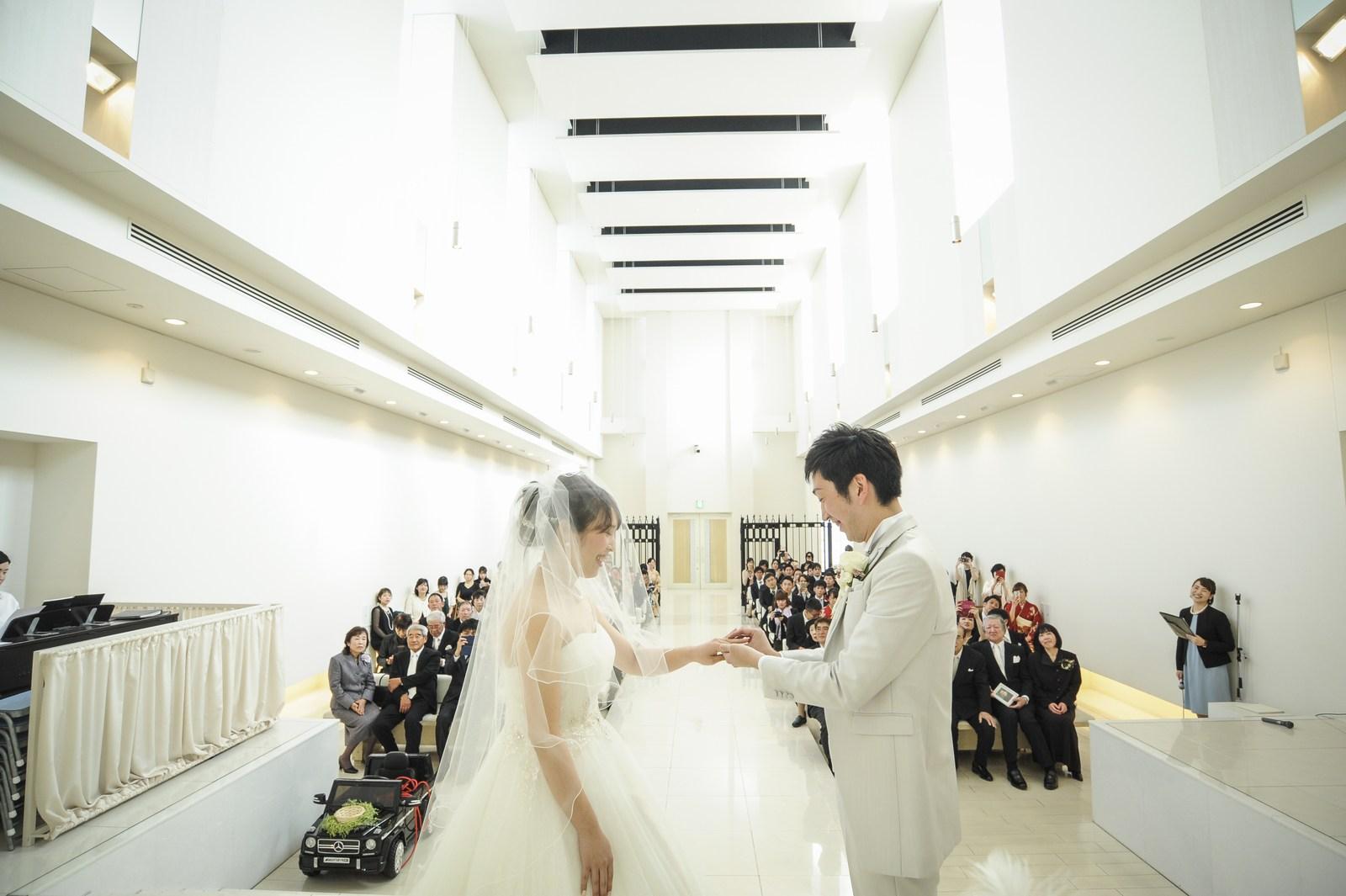 徳島市の結婚式場ブランアンジュで挙式での新郎新婦様の指輪の交換