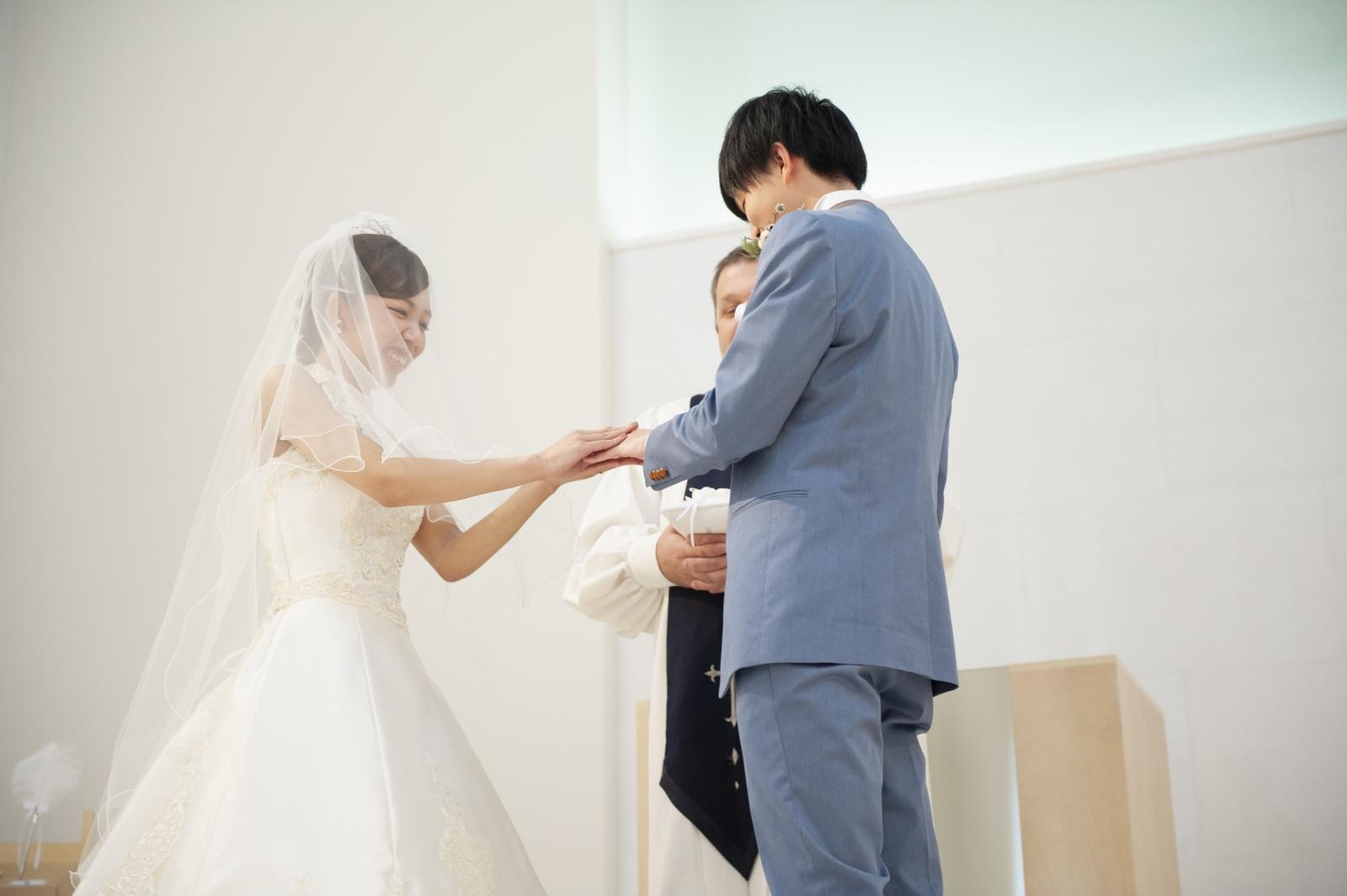 徳島市の結婚式場ブランアンジュのセレモニーでの大切な指輪の交換