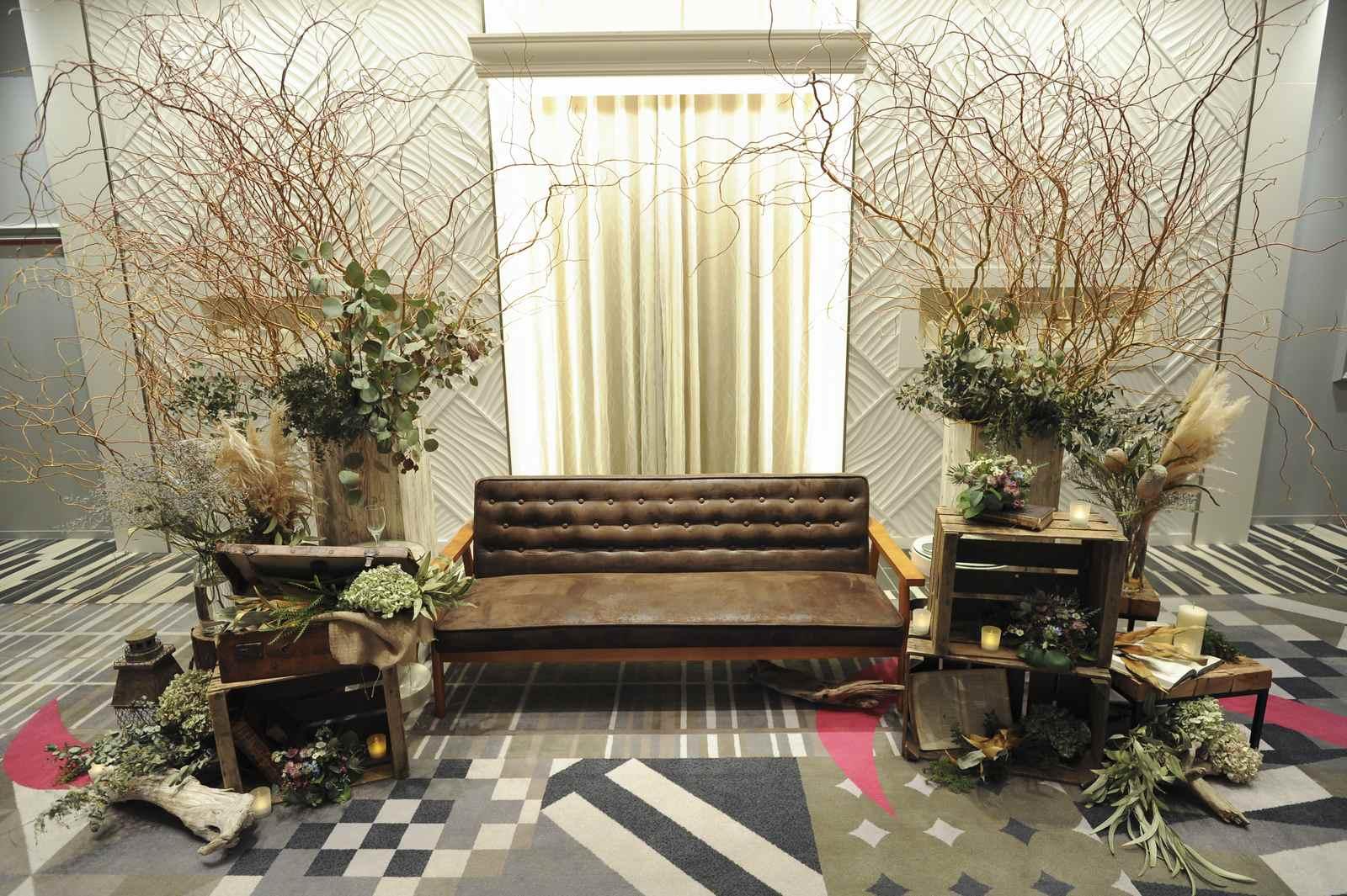 徳島市の結婚式場ブランアンジュのメーンテーブルは新郎新婦さまのこだわりでソファー席
