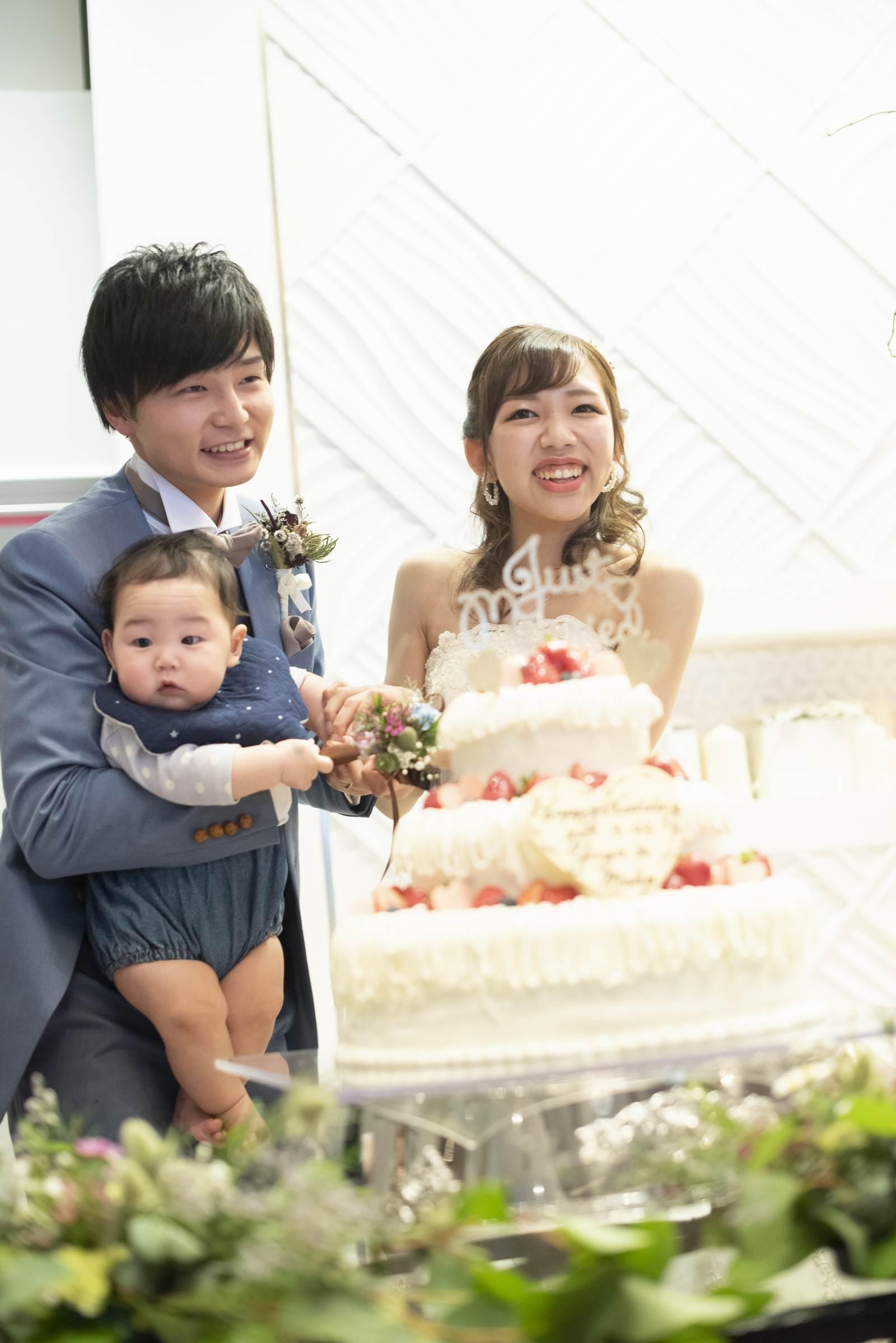 徳島市の結婚式場ブランアンジュでのケーキカットは家族3人で