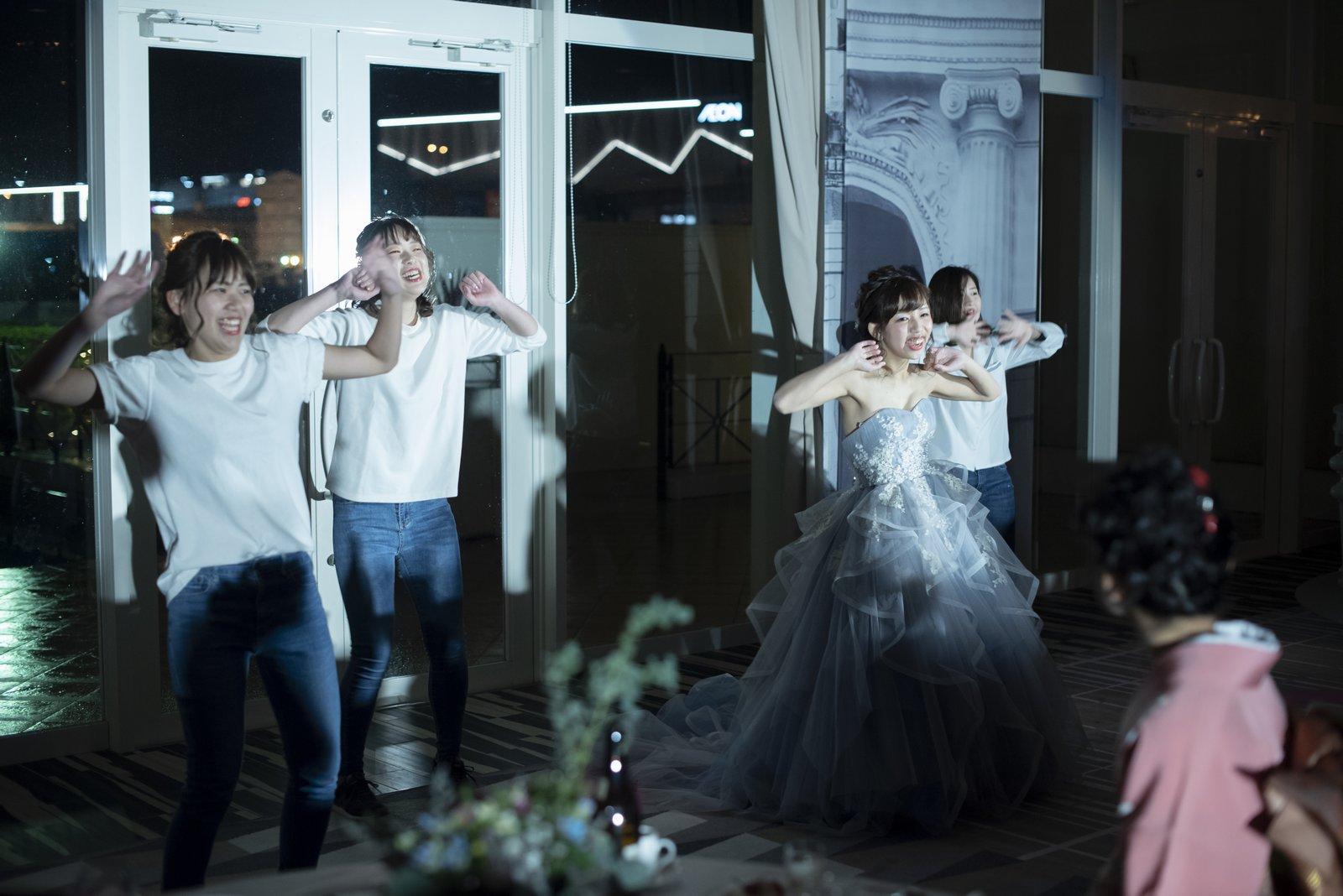 徳島市の結婚式場ブランアンジュで新郎様に向けた新婦様のサプライズダンス