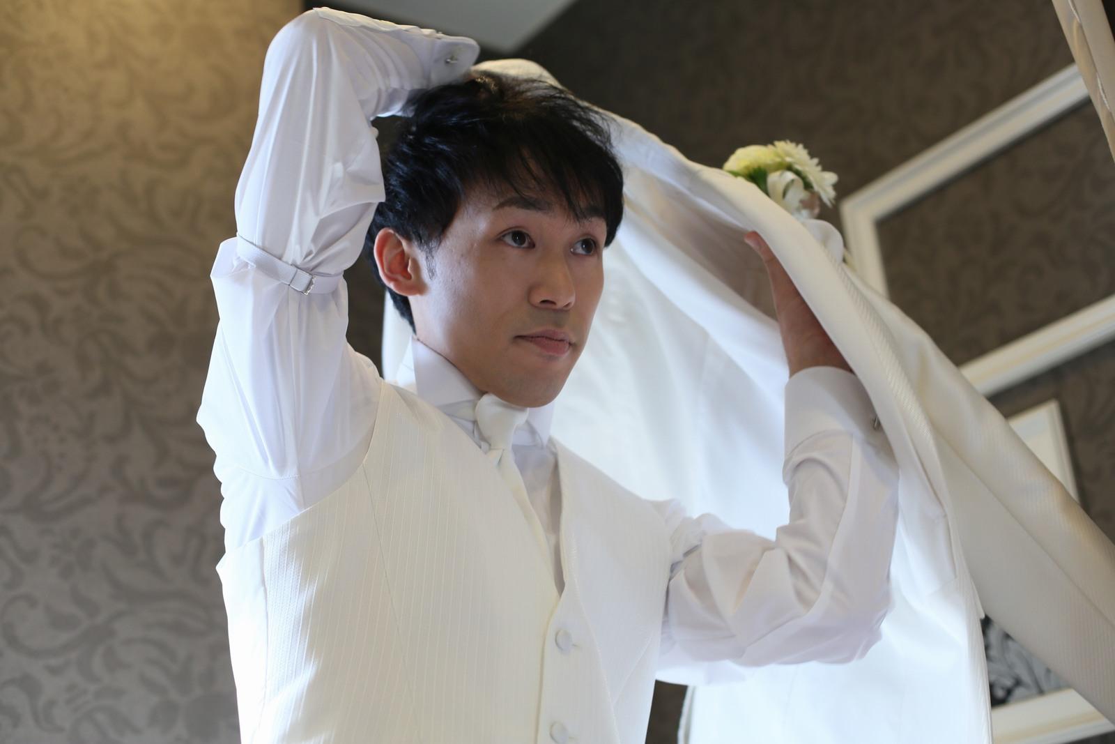 徳島市の結婚式場ブランアンジュで新郎様の挙式前の準備シーン
