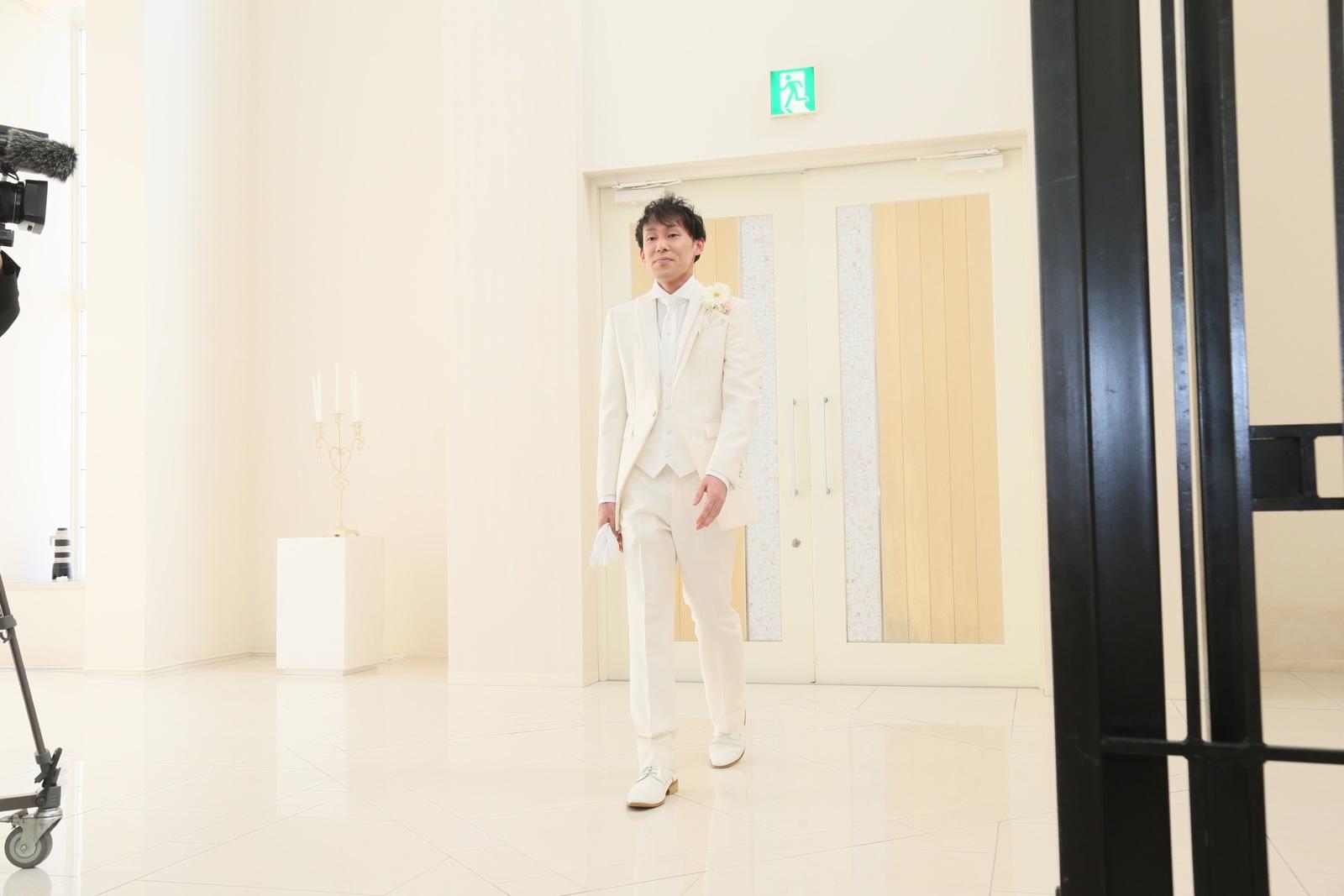 徳島市の結婚式場ブランアンジュで新郎様のチャペル入場のシーン
