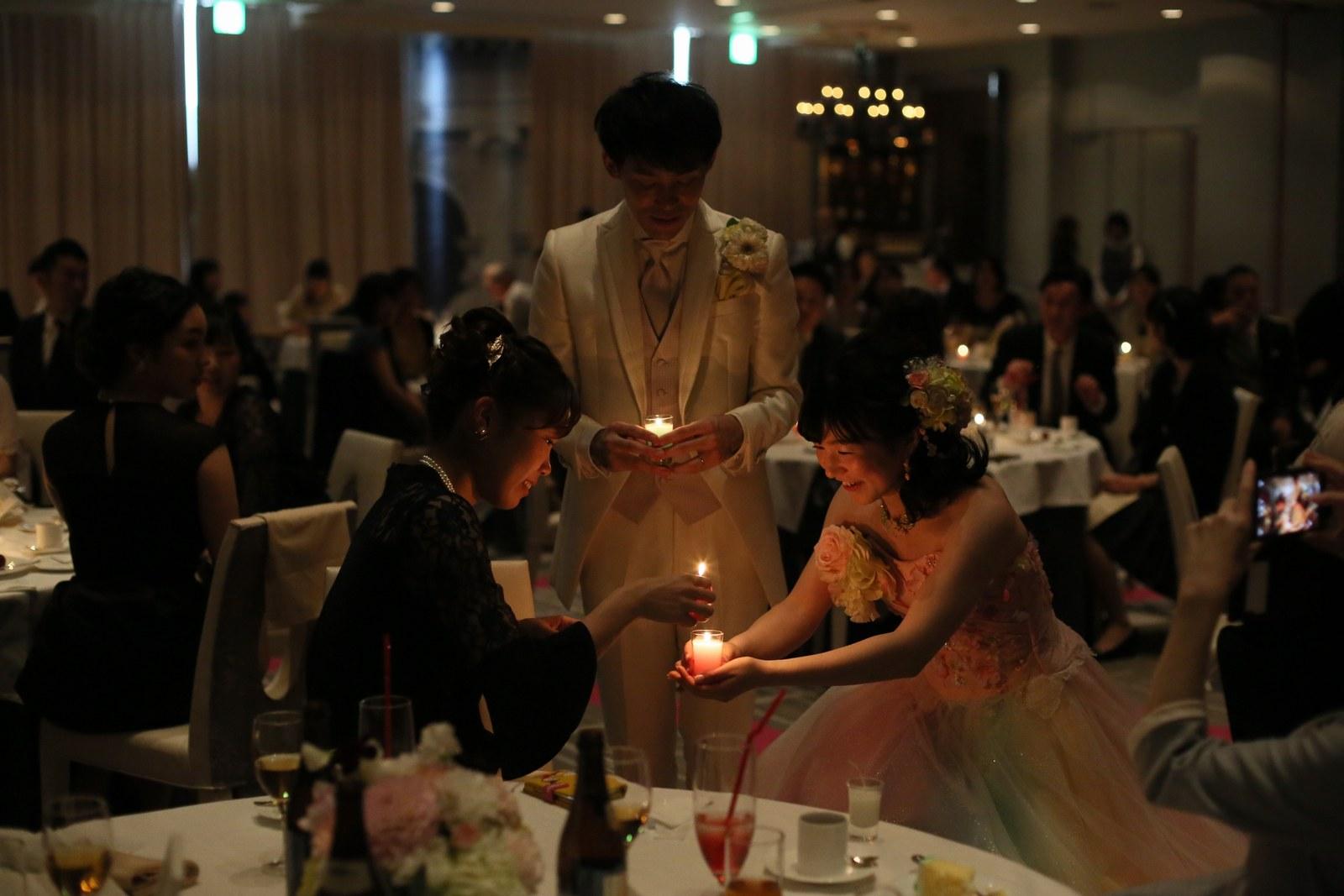 徳島市の結婚式場ブランアンジュで披露宴でのロマンチックなキャンドルリレー