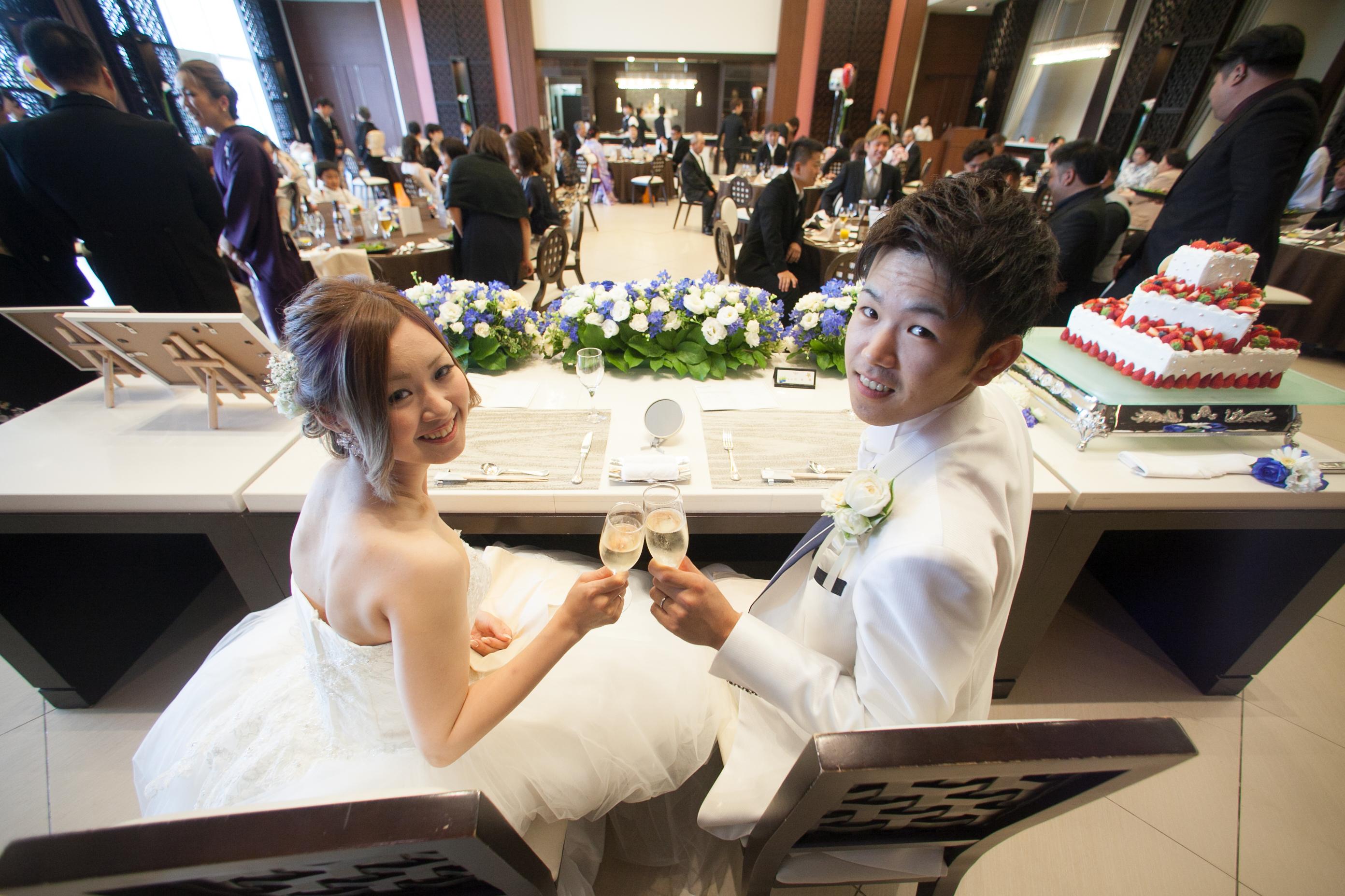 徳島市の結婚式場ブランアンジュで新郎新婦の席からの特別なワンショット