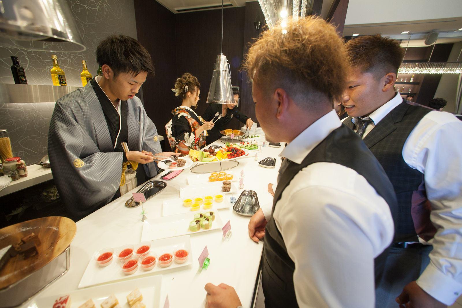 徳島市の結婚式場ブランアンジュで人気のデザートビュッフェを新郎新婦様からゲストへサービス