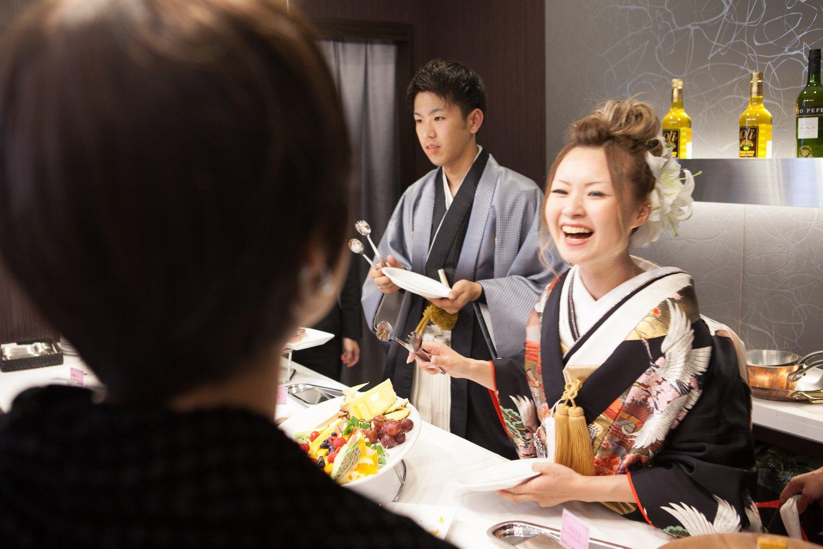 徳島市の結婚式場ブランアンジュで笑顔いっぱいでデザートビュッフェを新郎新婦様からゲストへ