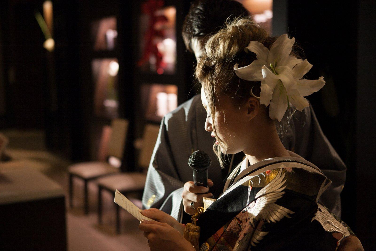 徳島市の結婚式場ブランアンジュで新婦様からご両親様へ感謝を伝える感動的なお手紙披露のシーン