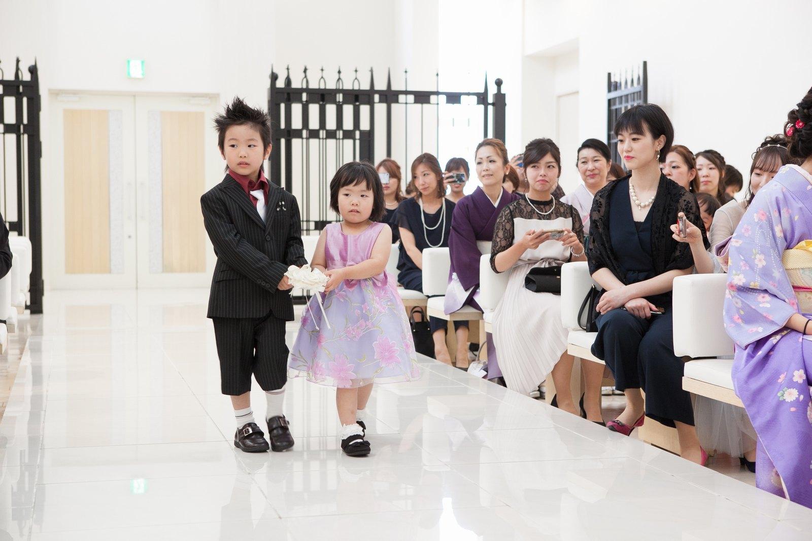 徳島市の結婚式場ブランアンジュでチャペル内でのアットホームなリングリレー