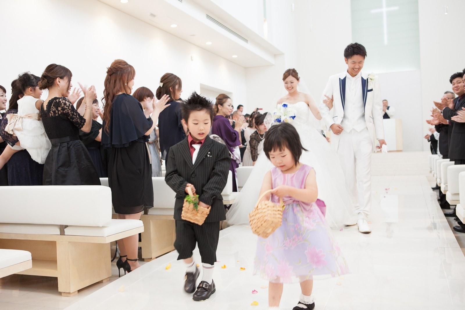 徳島市の結婚式場ブランアンジュでチャペル内で緊張ほぐれるお菓子の登場