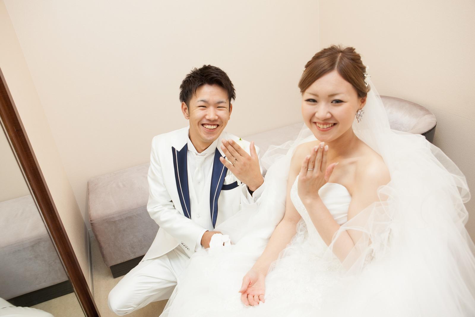 徳島市の結婚式場ブランアンジュでチャペル式後の貴重なワンシーン