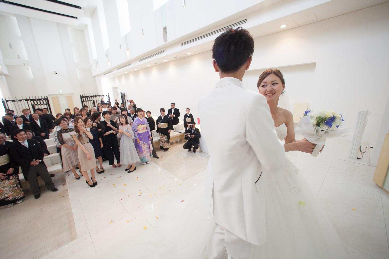 徳島市の結婚式場ブランアンジュでチャペル内でのセレモニー