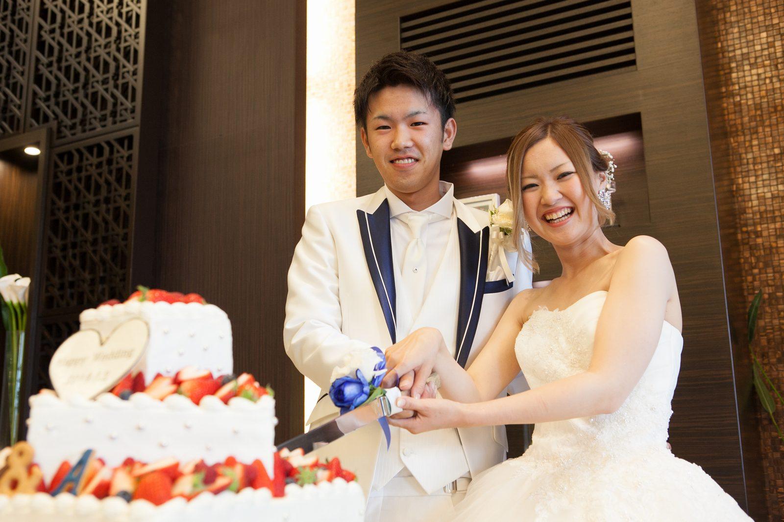 徳島市の結婚式場ブランアンジュで幸せいっぱいのウエディングケーキ入刀