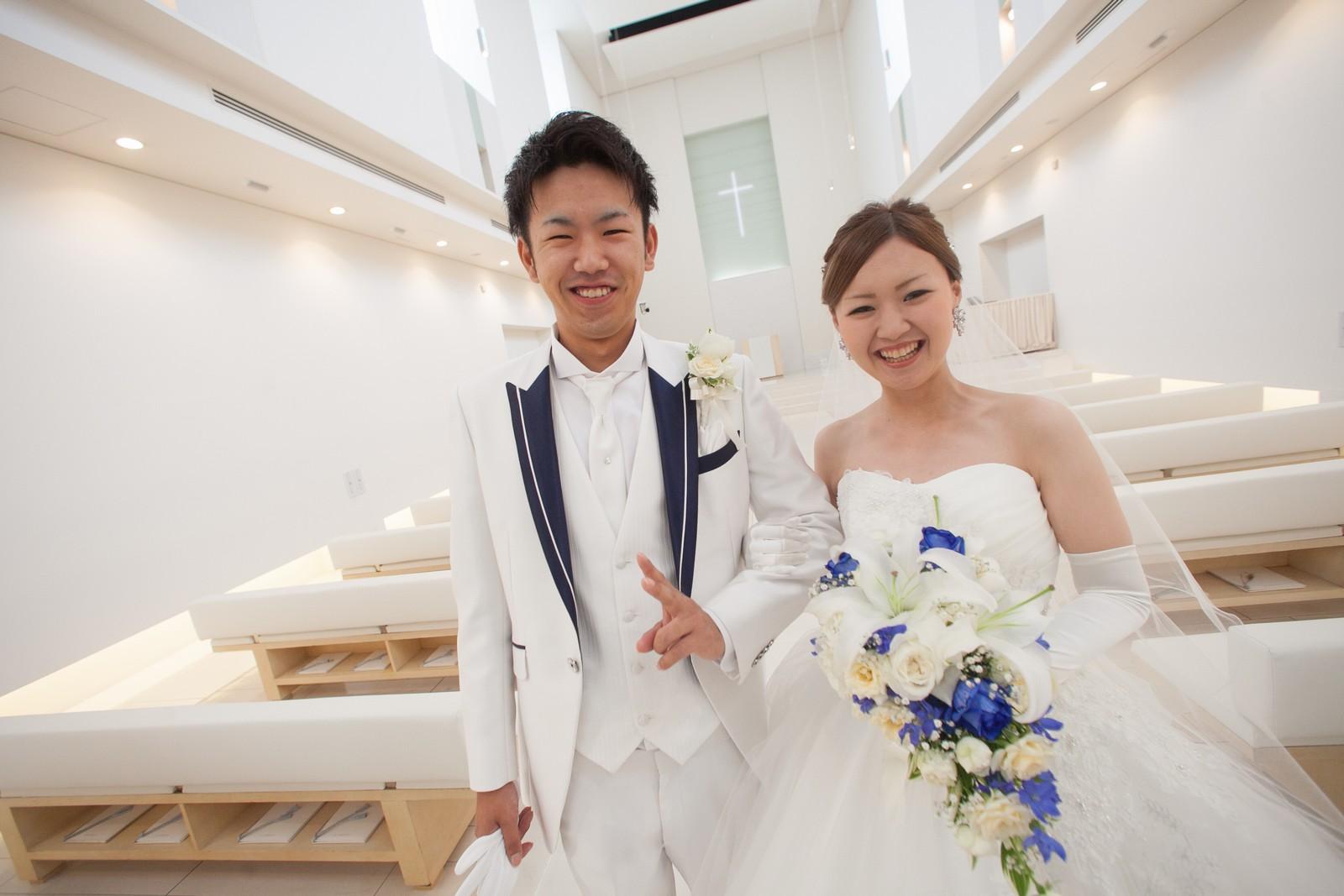 徳島市の結婚式場ブランアンジュでチャペル内での記念写真