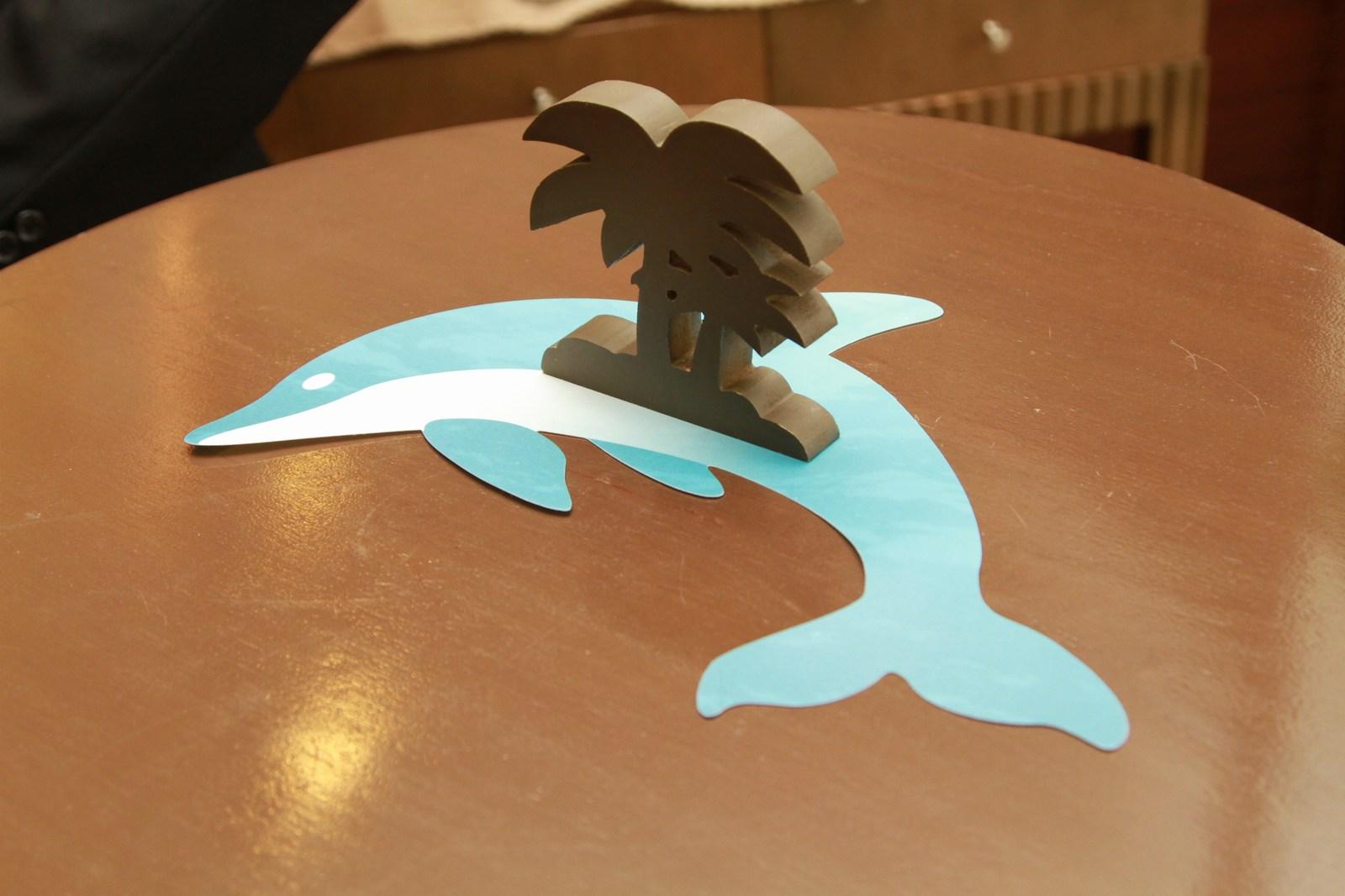 徳島市の結婚式場ブランアンジュで海をイメージして飾りつけしたイルカのオブジェ