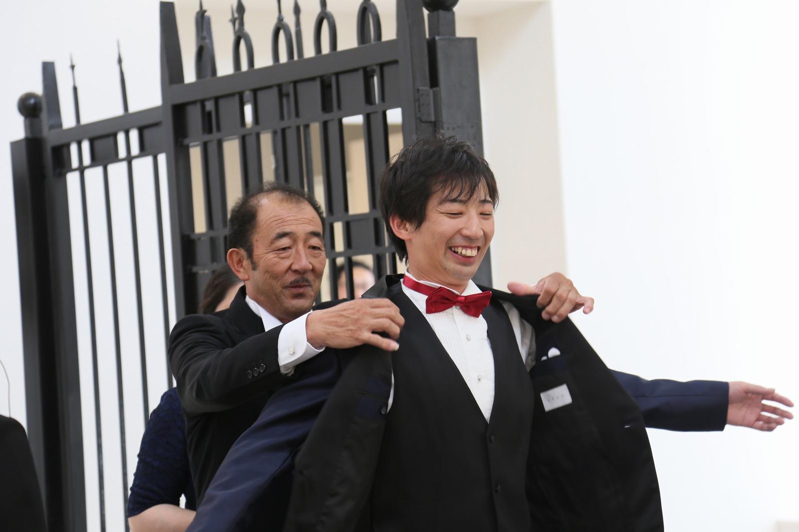 徳島市の結婚式場ブランアンジュで挙式中に行う新郎様が主役のジャケットセレモニー