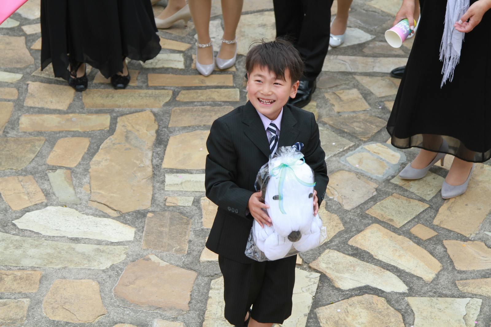 徳島市の結婚式場ブランアンジュで挙式後のセレモニーでのスヌーピーのぬいぐるみプレゼント