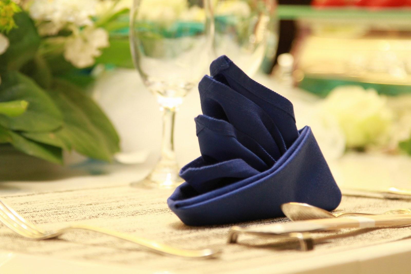 徳島市の結婚式場ブランアンジュのナフキンも海をイメージしたブルーカラー