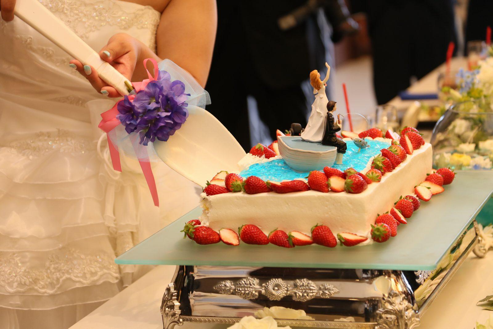 徳島市の結婚式場ブランアンジュでのケーキカットは海をイメージしたオリジナルデザイン